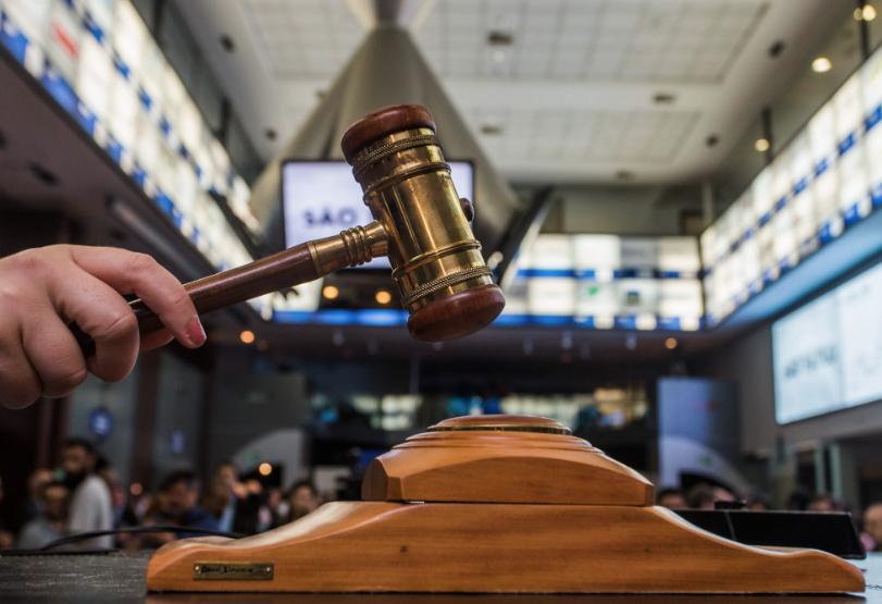Falso auditor fiscal é preso aplicando golpe em leilão da Receita